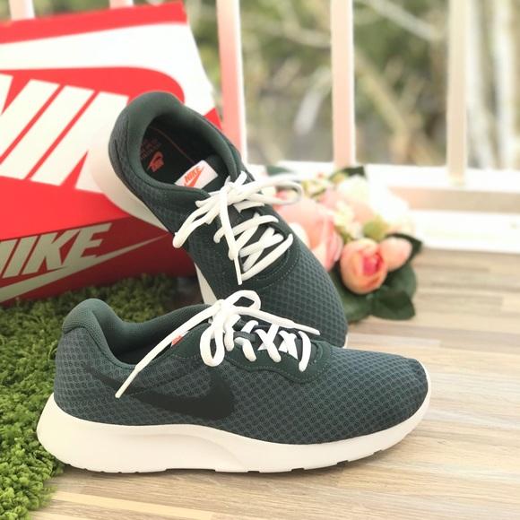 NWT Nike 🔥Tanjun Outdoor Green WMNS 26898052a